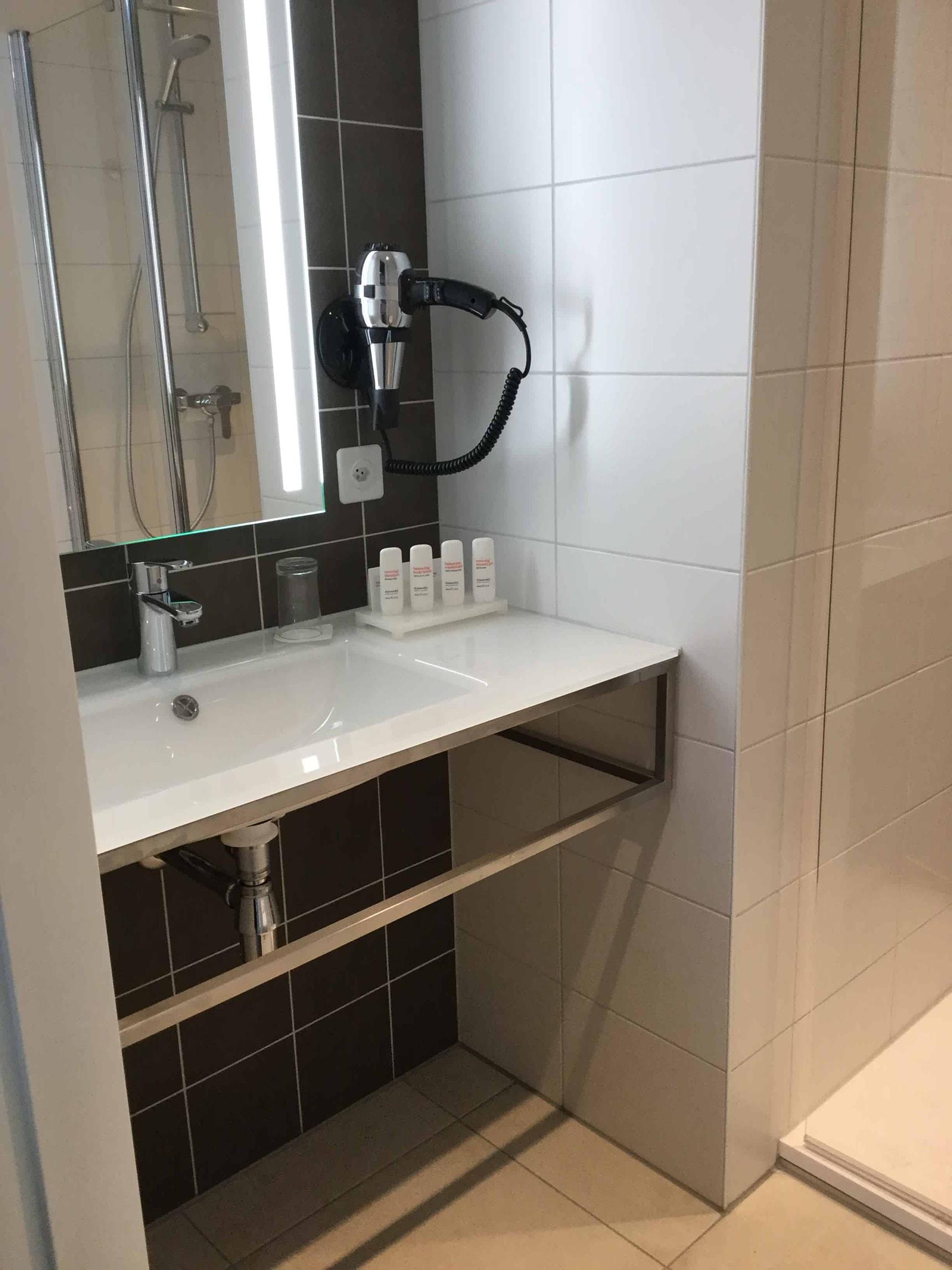 Salle de bain pr fabriqu e douche concept - Salle de bain prefabriquee ...